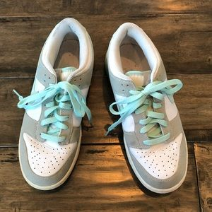 Nike white and teal golf shoes cleats